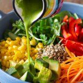 Bazsalikomos salataontet friss bazsalikom
